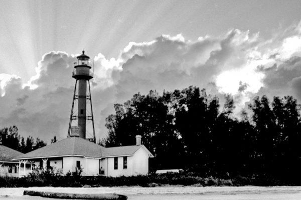 https://charliemcculloughphotography.com/wp-content/uploads/2018/04/lighthouse-600x400.jpg